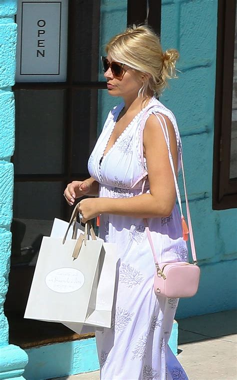 holly willoughby shopping while on holiday in barbados 1