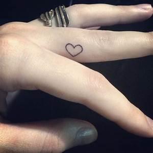 Finger Tattoo Herz : heart tattoo on finger designs ideas and meaning tattoos for you ~ Frokenaadalensverden.com Haus und Dekorationen