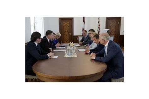Valsts prezidents un dzērienu ražotāji vienojas par atteikšanos no plastmasas pudelēm - Notikumi ...