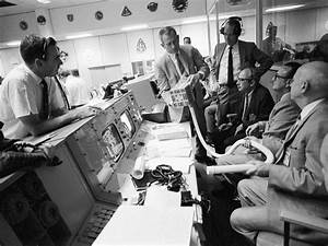 Did Ron Howard Exaggerate the Reentry Scene in Apollo 13 ...