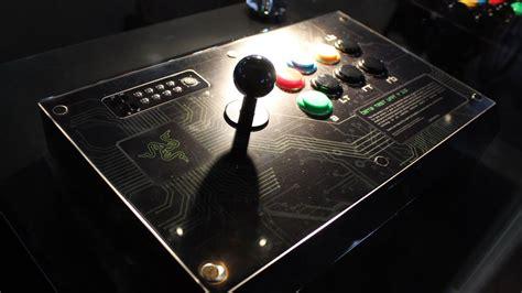 razer arcade stick hands    joystick