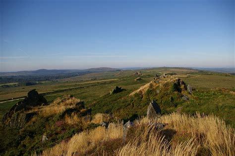 par les chs et par les gr 232 ves les monts d arr 233 e menez are en breton sont un massif