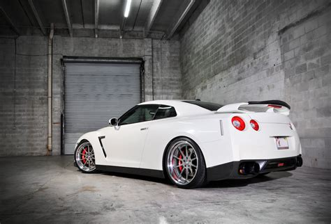 Awesome White R35 Gtr