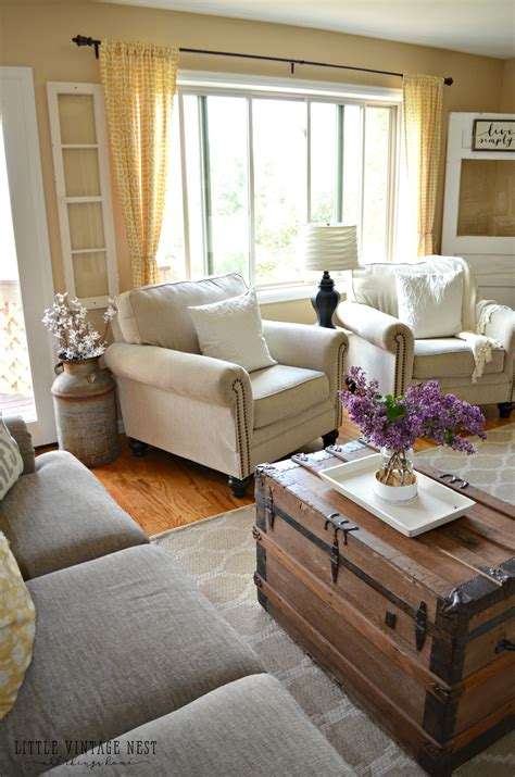 comfy farmhouse living room designs to steal rustic