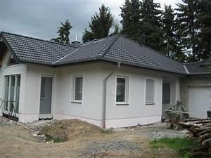 Graue Fassade Weiße Fenster : image ~ Markanthonyermac.com Haus und Dekorationen