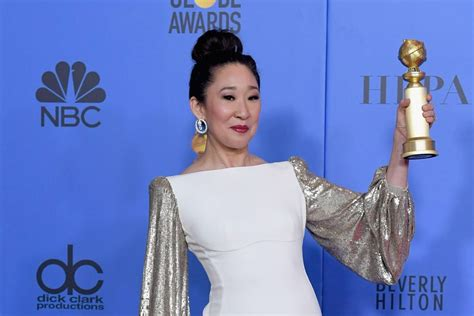 sandra oh golden globes win sandra oh s 3 historic wins her dad s standing ovation