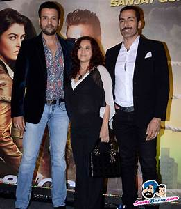 Special Screening of Jazbaa -- Rohit Roy with wife Manasi ...