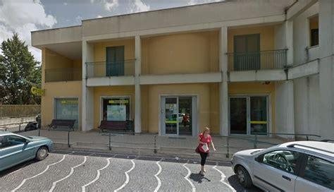 direttore ufficio postale violenta rapina all ufficio postale direttore ferito con