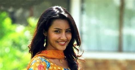 Actress Images Wallpapers Stills Priya Anand Hot