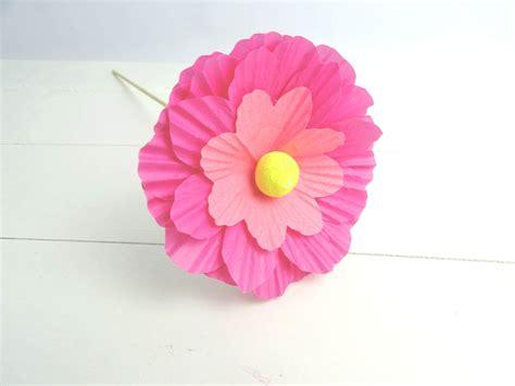 basteln mit muffinförmchen habt ihr lust papierblumen zu basteln dezentpink diy
