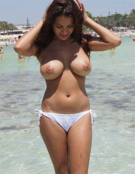 Cheerful And Beautiful Babe Posing Topless In The Sea On Vacation Mega Super Amateur Tits Huge