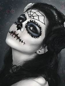 Halloween Make Up Puppe : 25 beste idee n over halloween schminken op pinterest enge pop make up schminken ontwerpen ~ Frokenaadalensverden.com Haus und Dekorationen