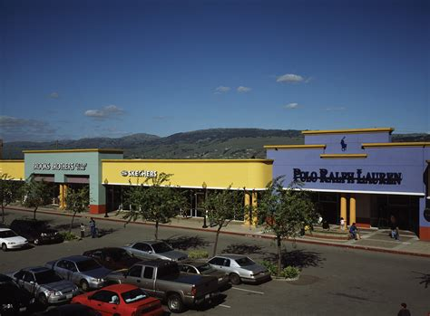 Outlet Gilroy Ca by Complete List Of Stores Located At Gilroy Premium Outlets