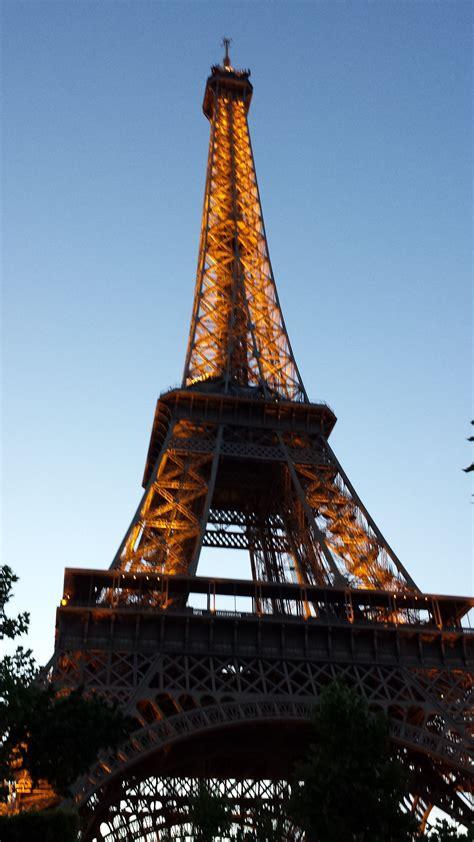 eiffel tower  night summer   images eiffel
