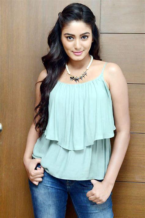 actress  makbul profile movies   movieraja