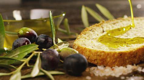 olio extravergine doliva italiano ecco le varieta delle
