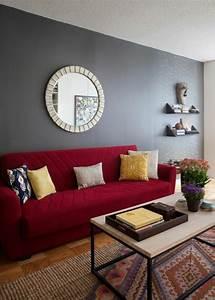 rotes sofa 80 fantastische modelle archzinenet With balkon teppich mit graue tapete mit muster