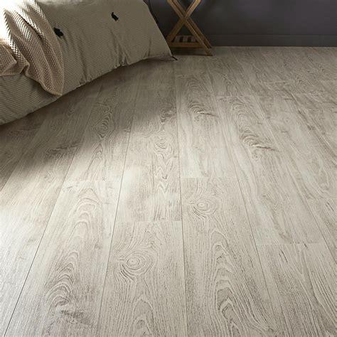 stratifié chambre sol stratifié effet châtaignier blanchi ep 7 mm aero deco
