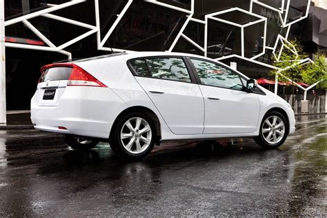 Compare Hybrid Cars by Honda Insight Vti L V Toyota Prius Hybrid Car Comparison