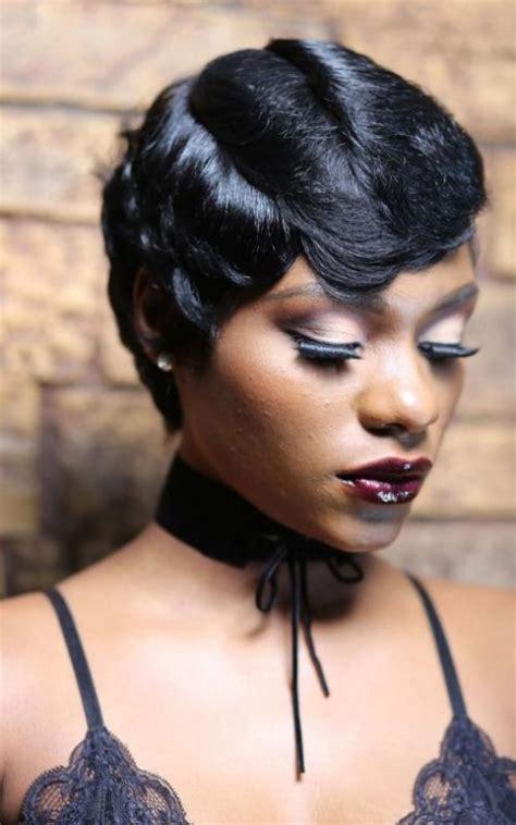 Neue Kurze Frisuren für Schwarze Frauen im Jahr 2018