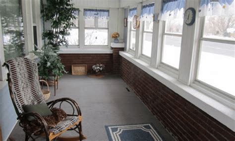 simple  cheap screened  porch decorating ideas