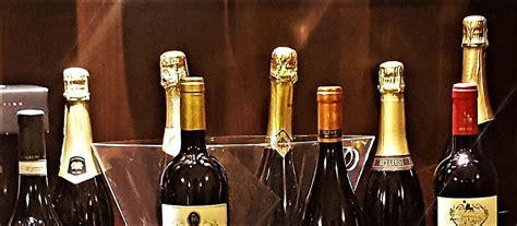 Alkohol-Feiertage und Ehrentage für alkoholische Getränke