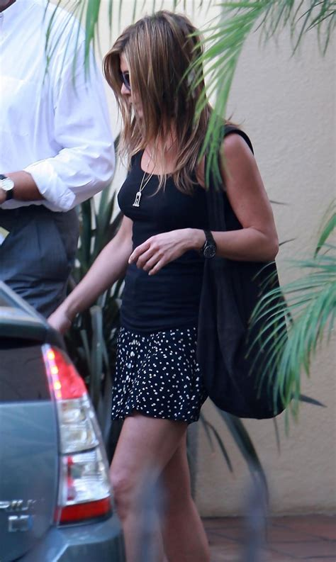 jennifer aniston mini skirt jennifer aniston clothes  stylebistro