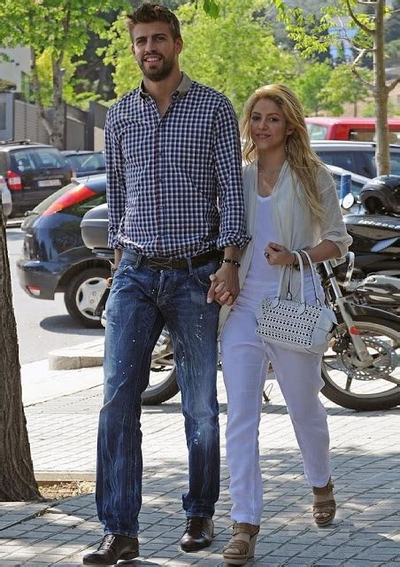 blake shelton height in feet how tall are shakira and gerard pique celebrity heights