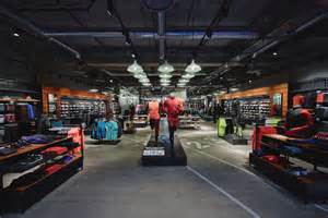 Boutique Nike Les Terrasses Du Port une nouvelle boutique nike 224 marseille sportbusinessetmoi