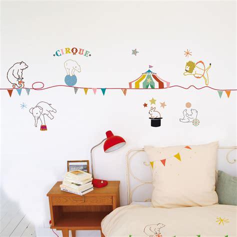 chambre fille noir et blanc stickers frise cirque mimilou pour chambre enfant les