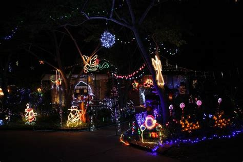 christmas lights banned in cairns christmas decorating