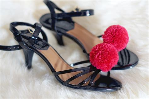 Möbel Do It Yourself by Diy Pompons 1 Les Chaussures 224 Pompons H 233 Ma Pose Ses