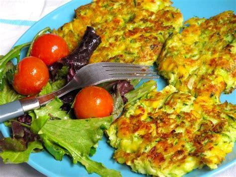 cuisiner une courgette recette galettes de courgettes et maïs