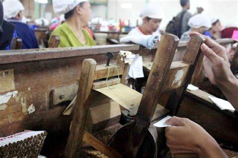 pabrik rokok  malang bernasib malang komunitas kretek