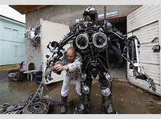 """An """"Alien Samurai"""" robot, a drone invades a soccer match"""