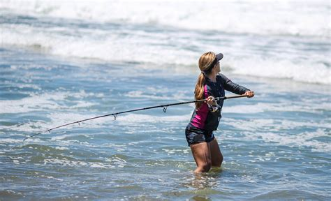 FISHING fish sport fishes sexy babe ocean sea wallpaper ...