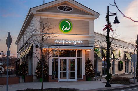 massachusetts burger lover  eat  wahlburgers