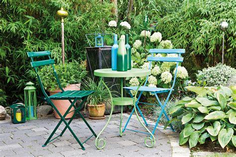 Rénover Le Mobilier De Jardin à La Bombe De Peinture