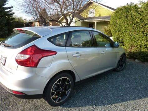 purchase   ford focus se hatchback  door