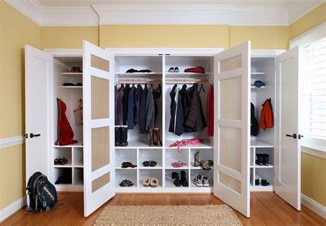 creating closet space in small bedroom 10 ways to make your roommate more organized for a clutter 20430 | Tidy closet spaces