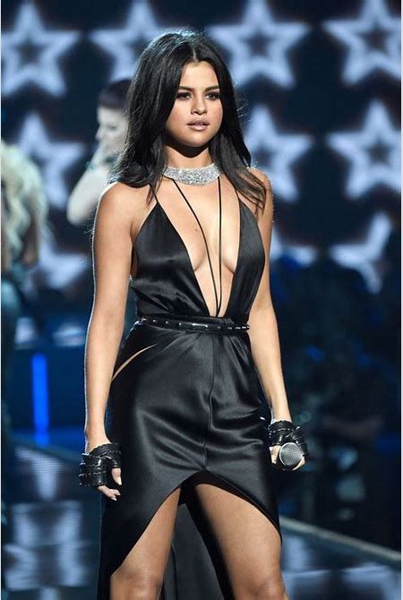 Selena Gomez at the 2015 Victoria's Secret Fashion Show   POPSUGAR Latina