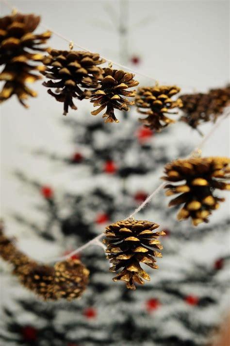 basteln mit tannenzapfen weihnachten basteln mit tannenzapfen 62 ausgefallene bastelideen f 252 r herbst und winter