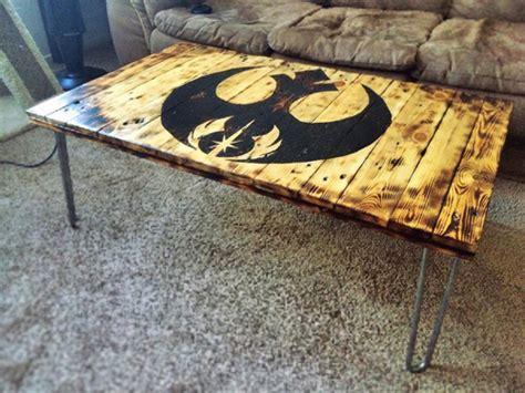 star wars table l star wars pallet coffee table geek crafts