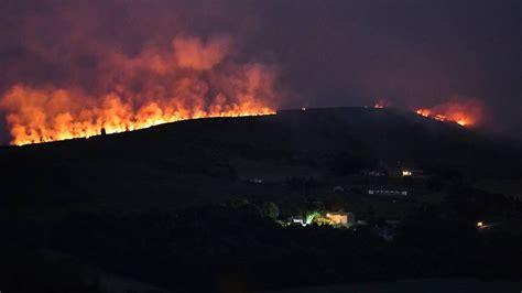 moor  flammen britische armee kaempft gegen grossbrand