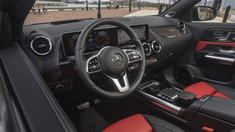 Rebecca jackson tests the first step. 2021 Mercedes-Benz GLA 250 interior Photo Gallery | Autoblog
