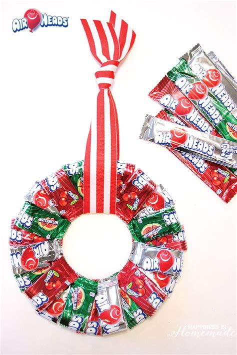 Best 25+ Candy Wreath Ideas On Pinterest  Candy Cane