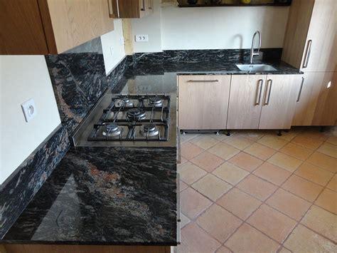 plaque granit cuisine plaque de marbre pour cuisine cuisine en plaqu bois en marbre en inox italia comptoir marbre