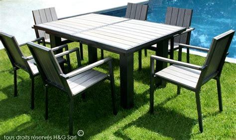 Salon de jardin en bois composite pour 6 personnes avec fauteuils
