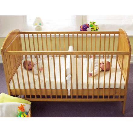 chambre lit jumeau lit bébé pour jumeaux