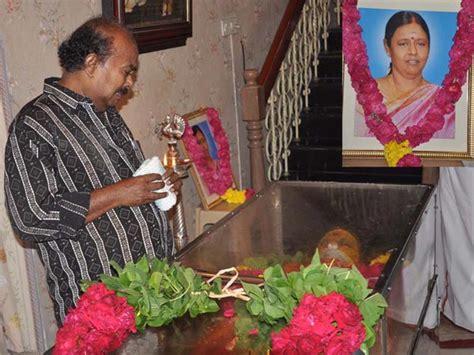 actress kanaka funeral photo producer radha rama narayanan dies of heart attack filmibeat